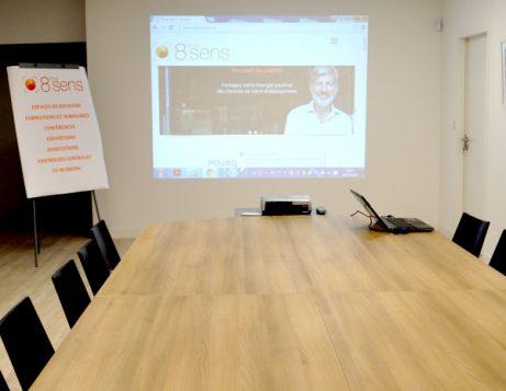 Salle de travail avec rétroprojecteur - Salons 8eme sens